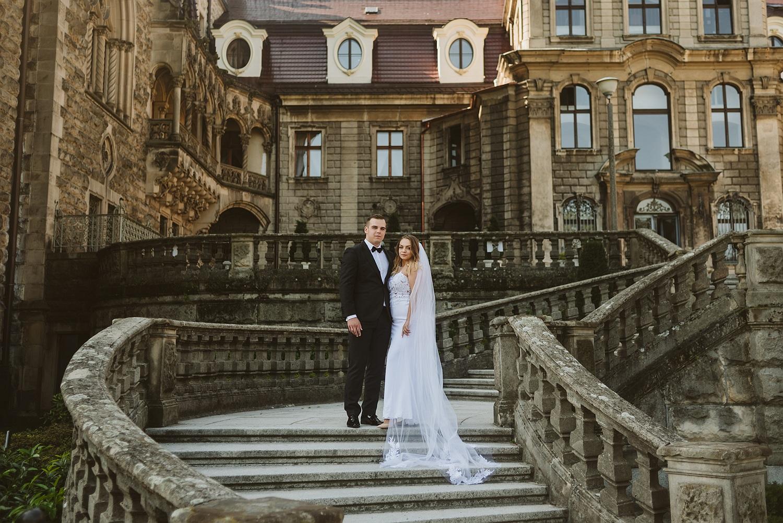 Kasandra & Bartosz – plener ślubny na Zamku w Mosznej